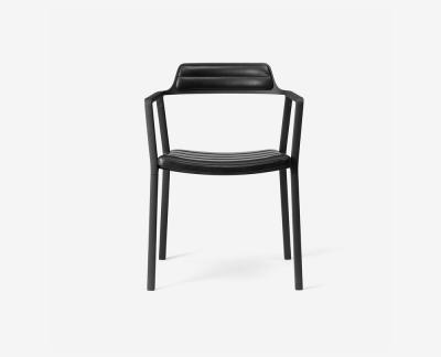 Vipp 451 eetkamerstoel (Black Aluminium Black Leather)