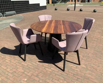 Rolf Benz 8950 eettafel + 4 Draenert 2056-1 Dexter stoelen